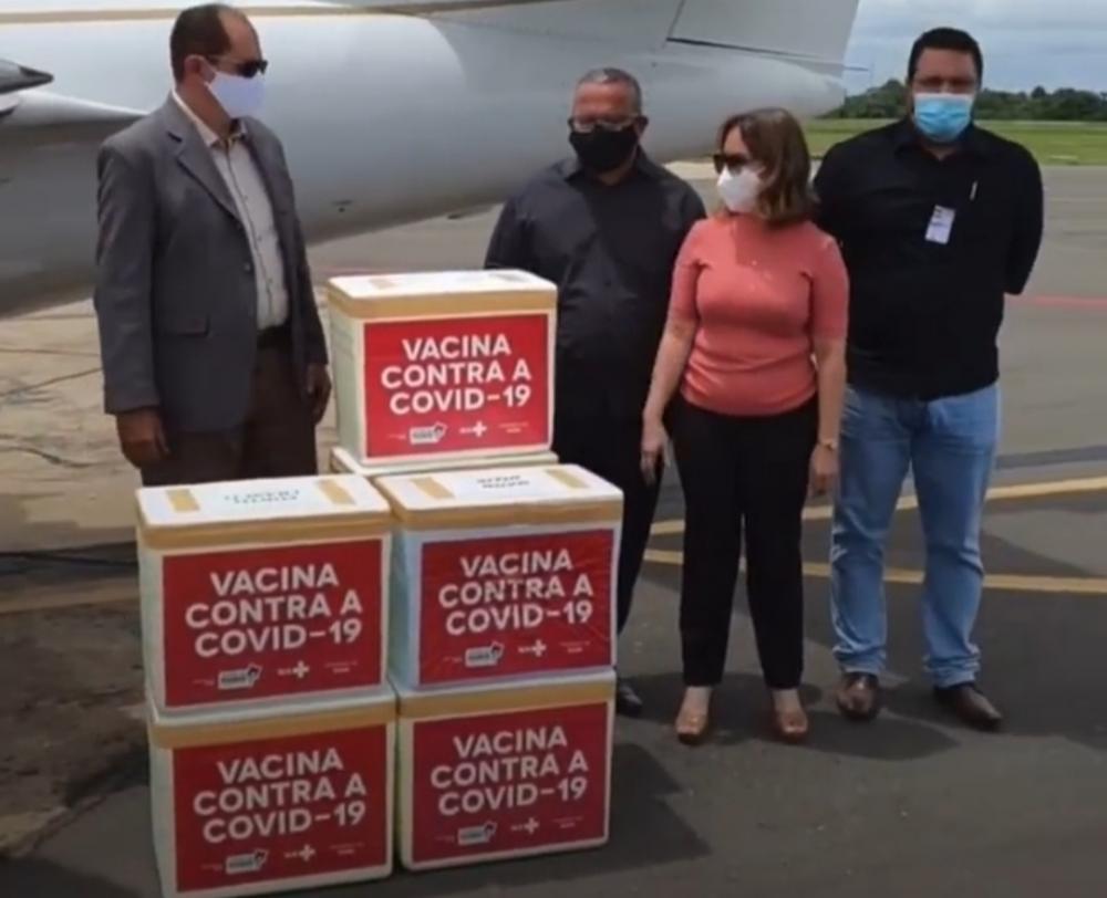 Chegada das vacinas hoje pela manhã no aeroporto de Imperatriz (Foto: Divulgação/Instagram)