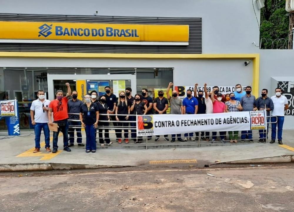 Funcionários do Banco do Brasil fazem manifestação contra o fechamento a agência da Praça da Cultura (Foto: Reprodução/Instagram)