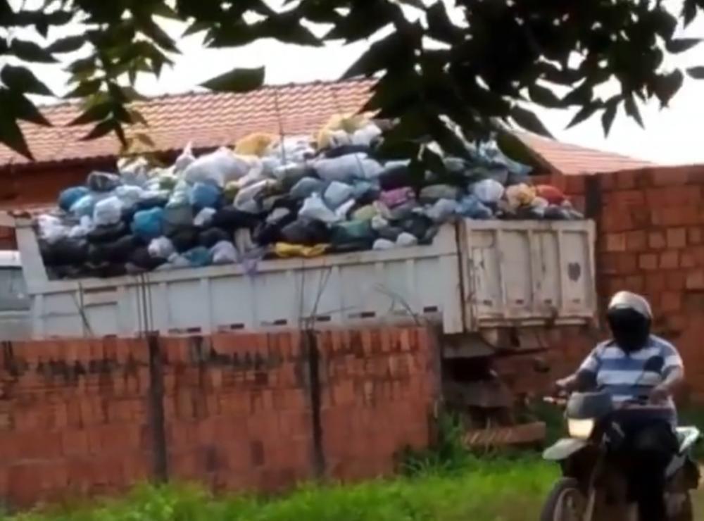 Caminhões caçamba fazendo coleta de lixo em Imperatriz, que é proibido por Lei (Foto: Divulgação/Instagram)