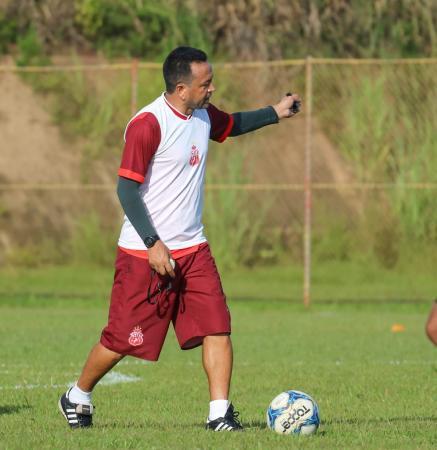 Técnico Paulinho Kobayashi em jogo treino nesta sexta-feira 14 (Foto: Divulgação/Coluna do Futebol)