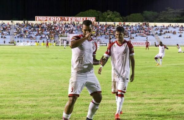 Matheus João em gol de empate contra o Juventude (Foto: Divulgação)