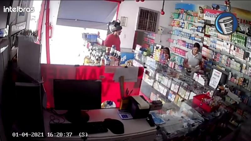 Câmera de segurança registra assalto à uma farmácia no Bacurí