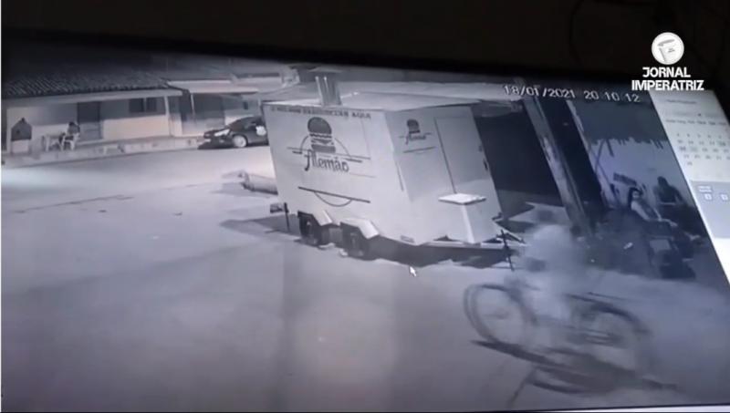 Dupla de criminosos faz assalto a menos de 20 metros da Base Militar no Bom Sucesso